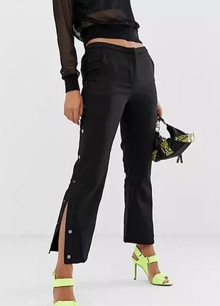 Стильные брюки с кнопками по бокам от шведского бренда na-kd