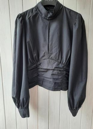 Укороченныая блуза stradivarius
