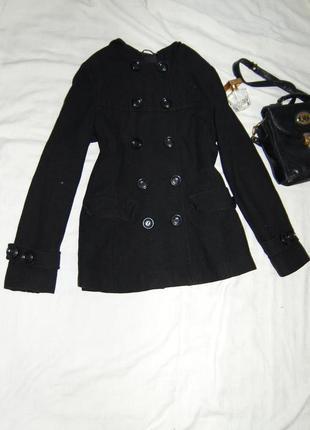Укороченное пальто с капюшоном