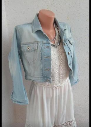 Модная укороченная голубая джинсовка с потертостями #размер s.