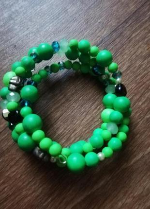 Браслет яркий зелёный искусственные камни многослойный