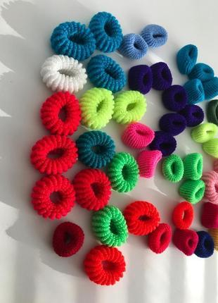 Набор разноцветных резинок , комплект резинок для волосся, резинки для волос.