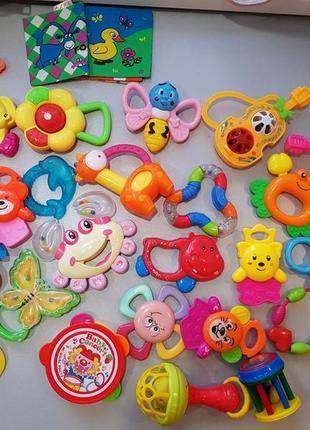 Набор игрушек/погремушек,гризунков,прорезывателей малышу .