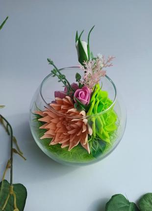 Декоративна композиція ручної роботи в скляній вазі