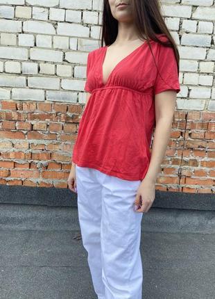 Блуза футболка з декольте