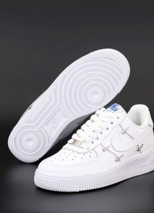 Легкие спортивные кроссовки кеды демисезонные nike air force белые кожаные найк