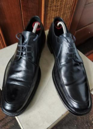 Классические туфли от именитого бренда.