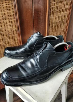 Классические туфли от именитого бренда.2 фото