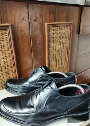 Классические туфли от именитого бренда.3 фото