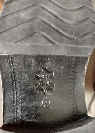 Классические туфли от именитого бренда.6 фото