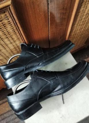 Классические туфли от именитого бренда.8 фото