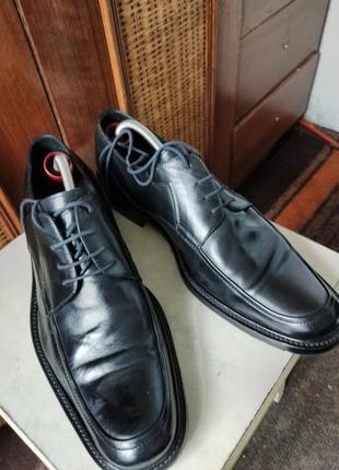 Классические туфли от именитого бренда.9 фото