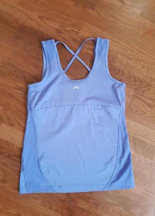 Майка футболка для занять спортом васиькового кольору.