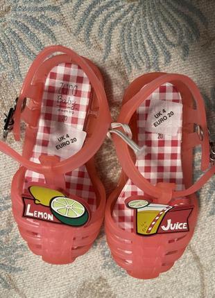Дитячі сандалі zara