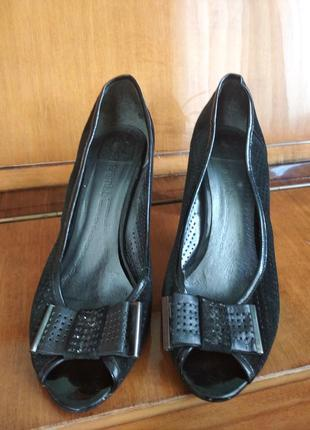 Женские туфли с перфорацией