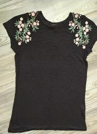 Милая футболка с вышивкой цветы