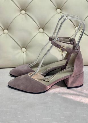Замшевые босоножки на каблуке 3 см