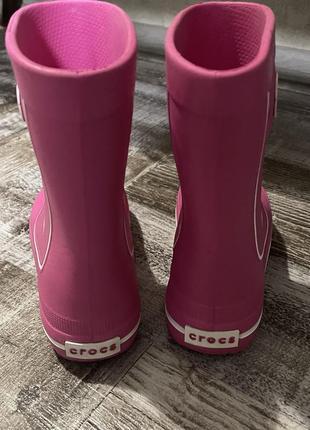 Резиновые сапожки для девочки crocs