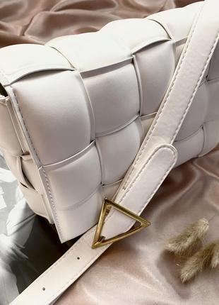 Трендова сумка в стилі bottega veneta біла нова жіноча сумка через плече модна сумка 2021