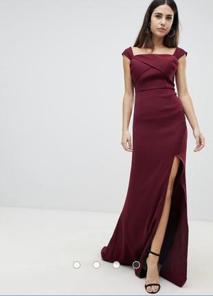 Бордовое платье макси с открытыми плечами и разрезом yaura