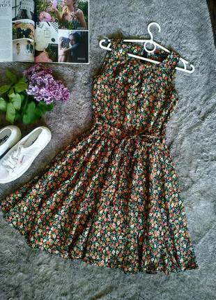 Красивое платье в мелкий цветочек 100% вискоза