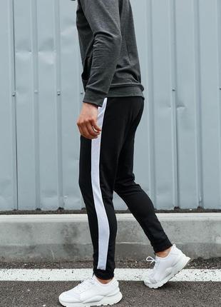 Мужские черные спортивные штаны с белым лампасом asos