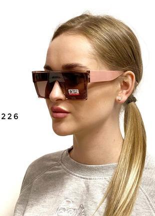Солнцезащитные очки-маска 2226 в комплекте мягкий чехол и салфетка для ухода за линзами.