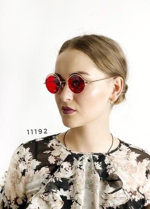 Трендовые солнцезащитные очки с красными линзами красные round 2021