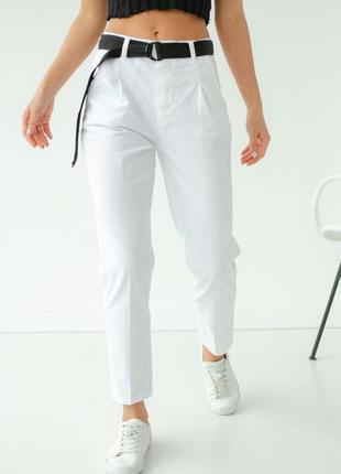 Женские укороченные зауженные брюки.