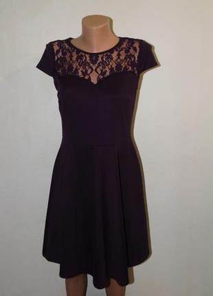 Баклажановое платье с кружевом