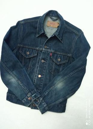 Брендовая джинсовая куртка.