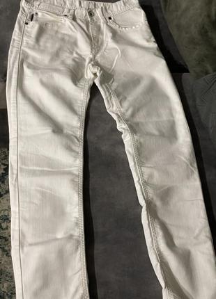 Белые джинсы sisley