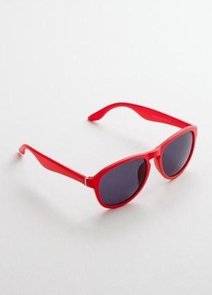 Очки солнцезащитные в красной оправе promod