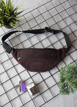 Компактная летняя бананка из натуральной кожи замши шоколад сумка на пояс или плече б33
