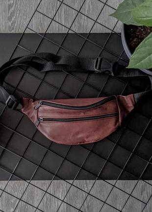 Компактная летняя бананка из натуральной кожи вишневая сумка на пояс или плече б36