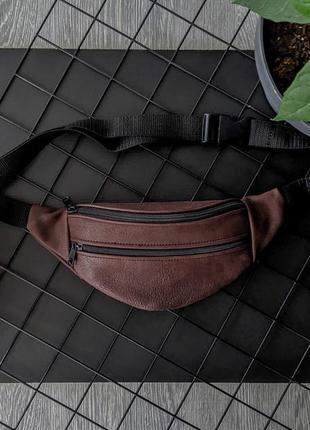 Компактная летняя бананка из натуральной кожи коричневая сумка на пояс или плече б38