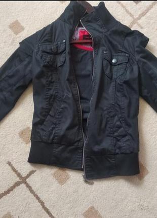 Весняна , фірмова куртка