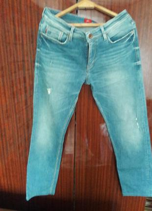 Красивые брендовые джинсы