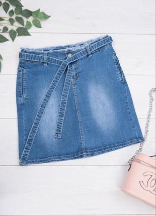 Женская джинсовая синяя юбка с поясом1 фото