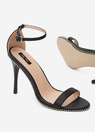 Босоножки на шпильке каблуке