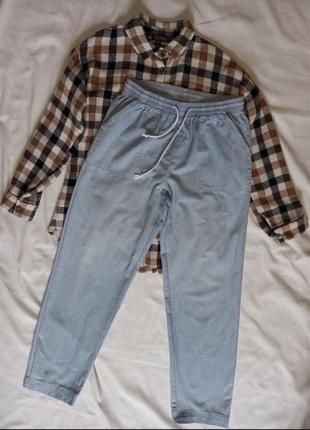 Тонкие джинсы на резинке