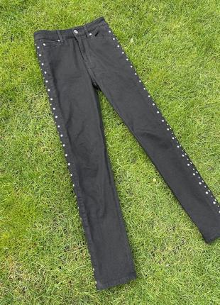 Чёрные штаны