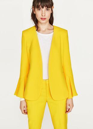Желтый пиджак с расклешенными рукавами от zara, s