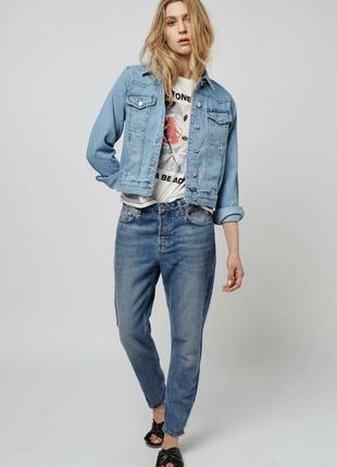 Светлый джинсовый пиджак