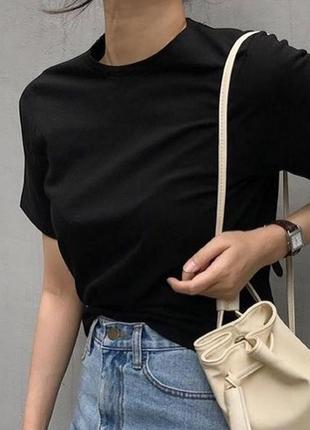 Черная базовая футболка хлопок свободного кроя
