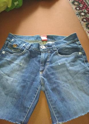 Сині джинсові шорти. синие джинсовые шорты