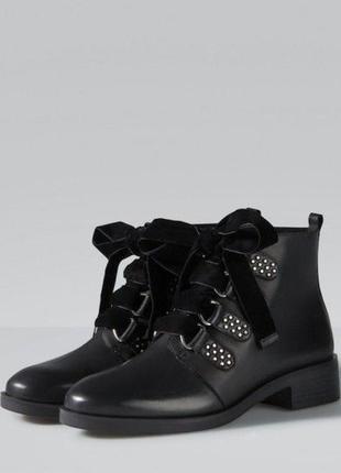 Кожаные  ботинки сапоги с бархатными бантиками