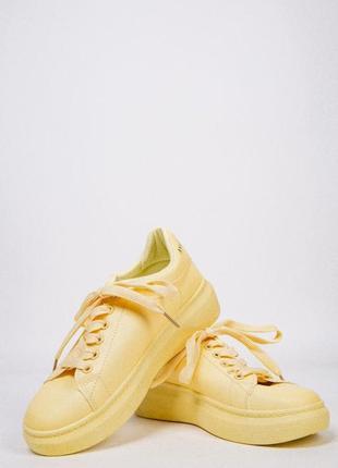 Женские кроссовки на платформе желтые
