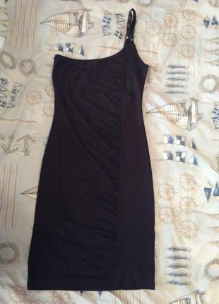 Маленькое чёрное платье bershka