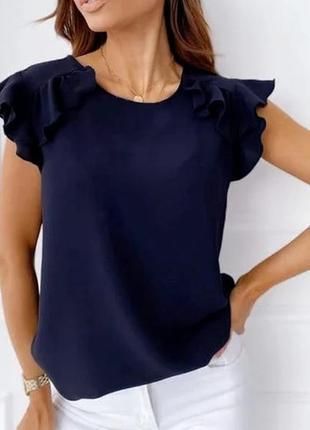 Женская летняя блузка с рюшами на плечах